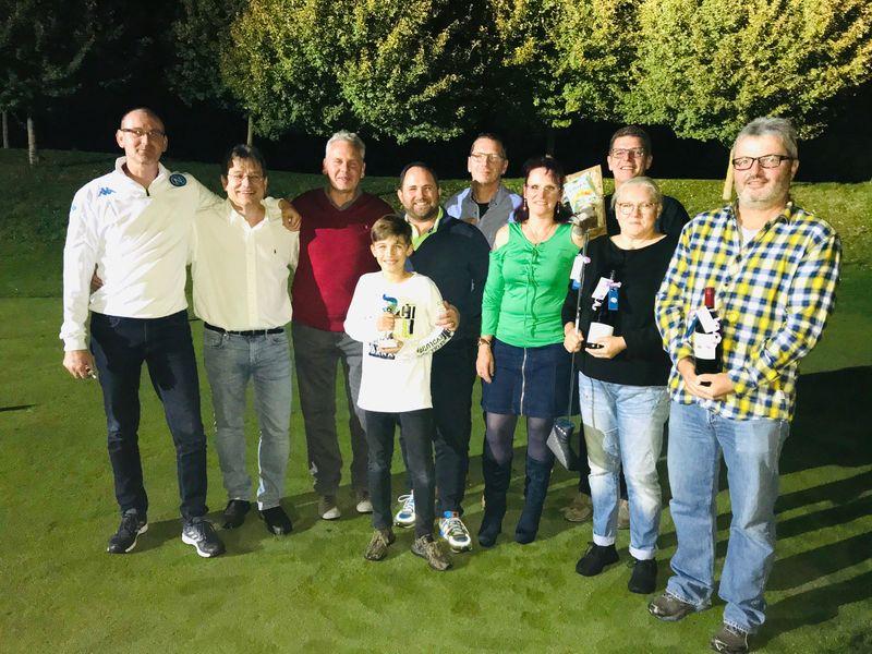 Auf dem Siegerfoto von links nach rechts:  Marc Hofmann, Marc Hüneburg, Klaus Meise, Lenny und Marco Rau, Heiko Steinbacher, Angelika Margraf, Stefan Zimmermann, Ulrike Gatzmaga Fax, Guido Fax